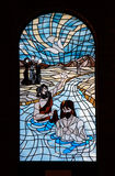 Kirche-Fensterscheibenblau Stockfoto
