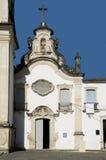 Kirche gegen einen blauen Himmel Stockfotografie