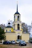 Kirche im Dorf Kayurova Lizenzfreie Stockfotografie