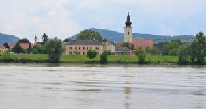 Kirche im Dorf von Mautern ein der Donau, Wachau-Region lizenzfreie stockbilder