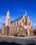 Kirche im Fahnenmast stockfotografie
