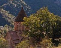 Kirche im Gebirgsholz Lizenzfreie Stockfotos