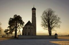 Kirche im landwirtschaftlichen Bayern, Süddeutschland, Winter. Stockfotos