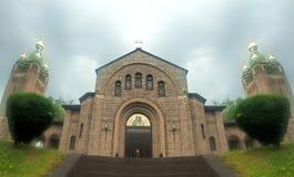 Kirche im Nebel Stockbild