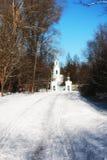 Kirche im Winterwald Lizenzfreie Stockbilder