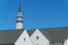 Kirche Kirchturm und roofline Stockfoto