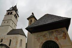 Kirche in kitzbà ¼ Hel lizenzfreie stockfotografie