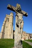 Kirche mit Kruzifix Lizenzfreie Stockfotos