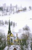 Kirche mit schwarzem Kirchturm im Winterschnee nach Osten in der Orange, VT Lizenzfreies Stockbild