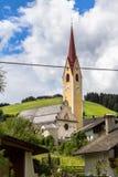 Kirche in Monguelfo, Süd-Tirol, Italien lizenzfreies stockfoto