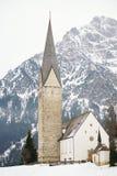 Kirche morgens in den österreichischen Alpen Stockfotografie
