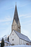 Kirche morgens in Kleinwalsertal-Tal Lizenzfreie Stockfotos
