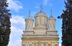 Kirche-Oberseitenfassade Curteade Arges Lizenzfreie Stockfotos