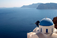 Kirche in Oia Santorini Griechenland Lizenzfreie Stockfotos