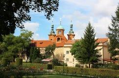 Kirche in Prag Stockbilder