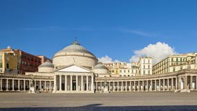 Kirche Sans Francesco di Paola in der Stadt von Neapel stockfotos
