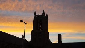Kirche am Sonnenuntergang lizenzfreie stockfotografie