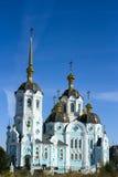 Kirche am sonnigen Tag Lizenzfreie Stockbilder