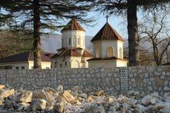 Kirche St. Amrosi Khelaia nahe der Schlucht Martvili Gachadili, Georgia Stockfotografie