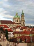 Kirche Str.-Nicolas, Mala Strana, Prag Stockbilder