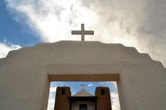 Kirche in Taos-Pueblo, New Mexiko Lizenzfreie Stockfotos