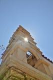 Kirche towar mit dem Sun-Licht Stockbild