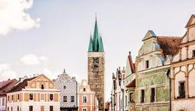 Kirche und berühmte Häuser des 16. Jahrhunderts in Telc, tschechisch Stockfoto