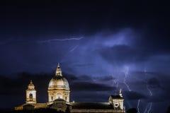 Kirche und Blitze Lizenzfreie Stockbilder