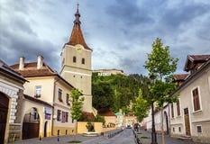 Kirche und Festung in Rasnov lizenzfreie stockfotografie