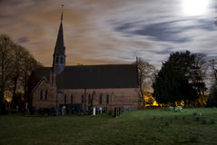 Kirche und Friedhof Stockfoto