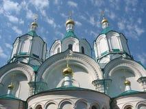 Kirche und Himmel Stockfotos
