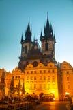 Kirche unserer Dame vor Tyn bei Sonnenaufgang Lizenzfreies Stockfoto
