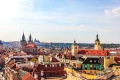 Kirche unserer Dame vor Tyn und die alte Stadt von Prag-Antenne stockfoto