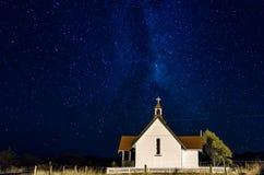 Kirche unter den Sternen Lizenzfreies Stockbild
