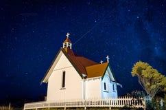 Kirche unter den Sternen Lizenzfreie Stockbilder