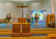 Kirche verziert für eine Hochzeit Stockfoto