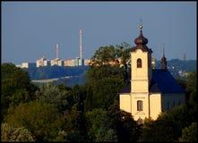 Kirche vom Abstand Lizenzfreie Stockfotografie