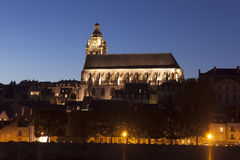 Kirche von Blois nachts Stockfotos