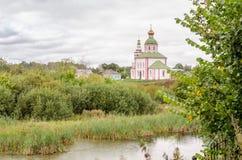 Kirche von Elija der Prophet auf Ivanova-Berg vor dem Sturm in Suzdal Stockbild
