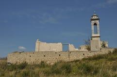 Kirche von Sankt Nikolaus am Kouris-Reservoir Lizenzfreies Stockbild