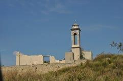 Kirche von Sankt Nikolaus am Kouris-Reservoir Lizenzfreies Stockfoto