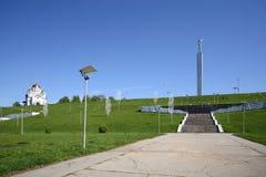 Kirche von St George auf Hügel und Glory Monument Stockfotos