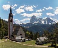 Kirche von St. Jakob bei Ortisei, Italien Stockbilder