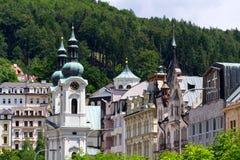 Kirche von St. Mary Magdalene in der Badekurortstadt Karlovy Vary stockbilder