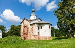 Kirche von St. Paraskeva an Yaroslavs Gericht in Veliky Novgorod Lizenzfreie Stockfotos