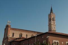 Kirche von St Theresa mit Glockenturm stockbild