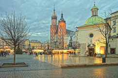 Kirche von St. Wojciech und von St. Mary Basilica im Hauptmarkt Quadrat Stockbilder