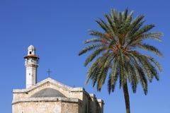 Kirche von Str. George in Lod und im Minarett Lizenzfreies Stockbild