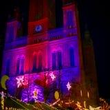 Kirche von Wiesbaden zur Weihnachtszeit stockfotografie