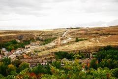 Kircheansteigender nahe gelegener Alcazar, Segovia Stockbild
